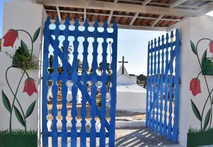 Cemitério da comunidade de Cajueiro recebe melhorias para o Dia de Finados.
