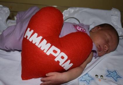 Prefeito de Touros, Assis do Hospital entrega a chave da cidade, o título de Bebê Prefeita.