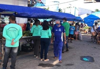 Reabertura da feira popular  contou com a presença da equipe de vigilância.